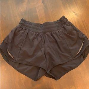 Lululemon Hotty Hot Shorts sz 4